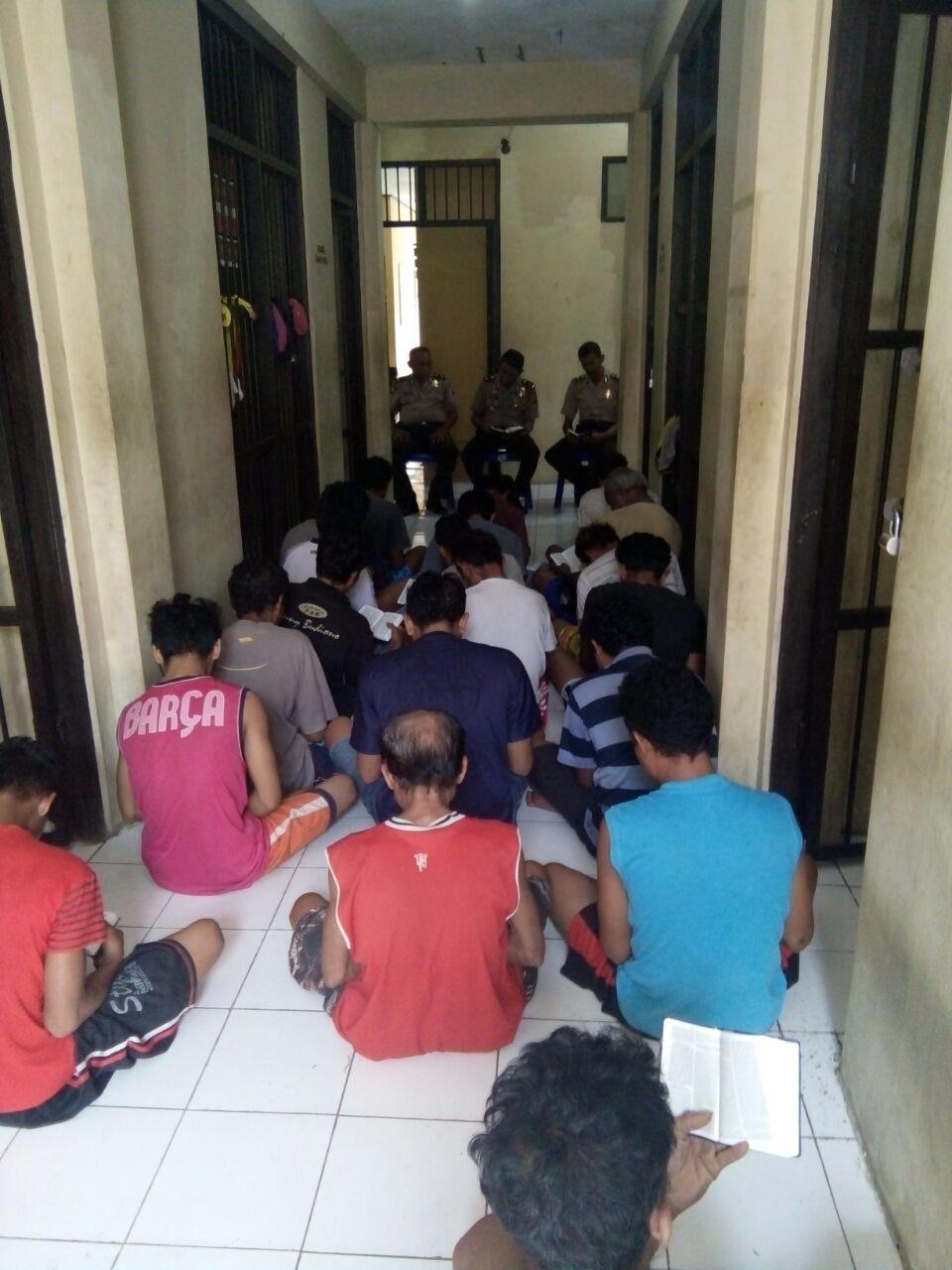 Tahanan Polres Rote Ndao mendapat siraman rohani