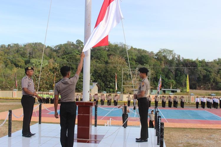 Bentuk personel yang tanggap dan ulet, Polres Rote Ndao laksanakan upacara bendera