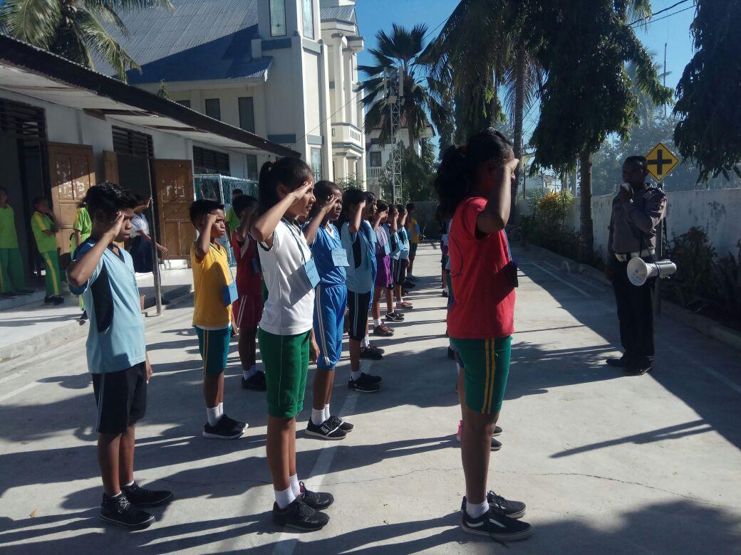 Menanamkan disiplin pada pelajar sejak dini, Sat Lantas Polres Rote Ndao sambangi sekolah