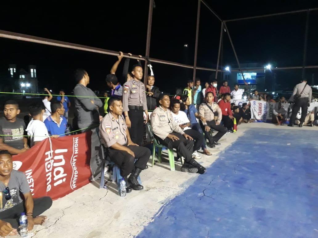 Personel Polres Rote Ndao Amankan Pembukaan Turnamen Bola Volley Bupati Cup I Tahun 2019