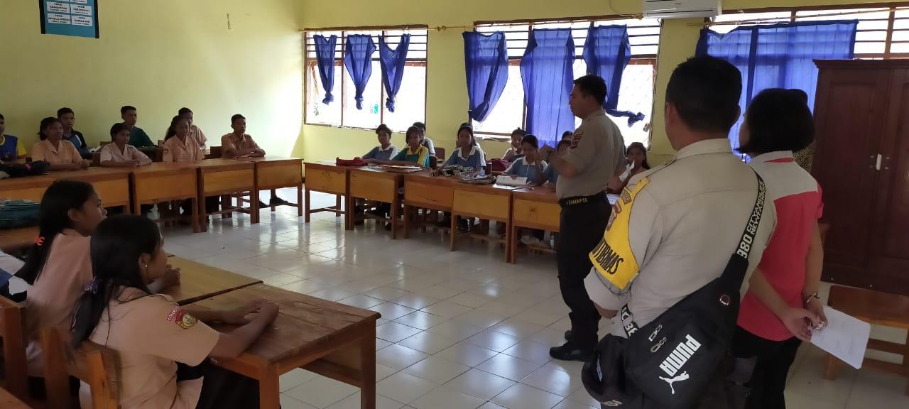 Sosialisasikan Penerimaan Polri, Polsek Rote Barat Laut Kunjungi Sekolah