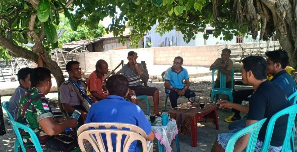 Jalin Kedekatan Polri Dan Masyarakat, Bhabinkamtibmas Ndao Nuse Sambangi Warganya